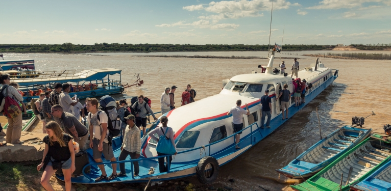 Tonle_Sap_boat[1]